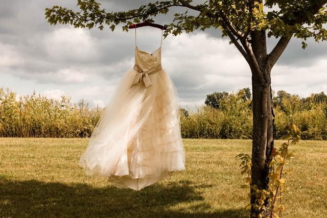 Heiraten im Ausland – Und wie kommt mein Brautkleid mit?