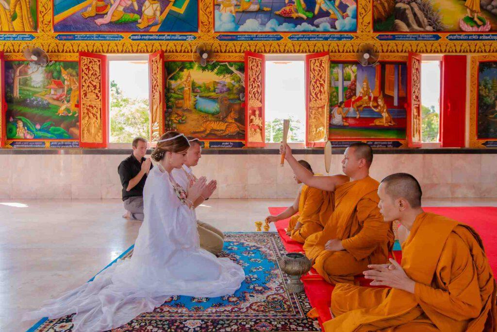Buddhistische Mönchssegnung - Hochzeitszeremonie