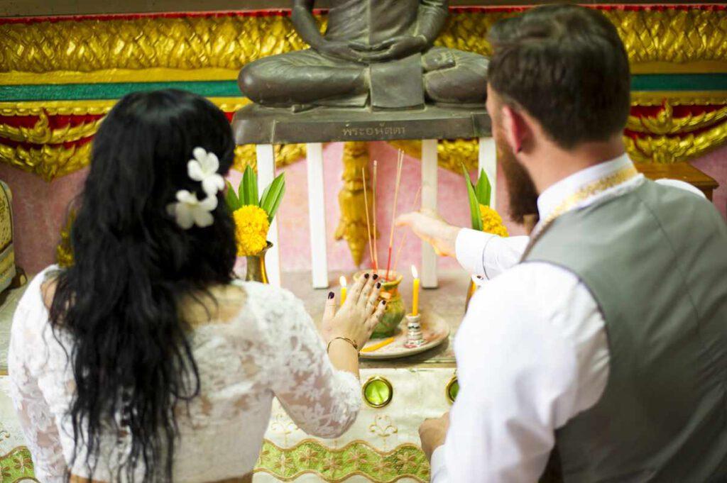 Hochzeit in Thailand Räucherstäbchen