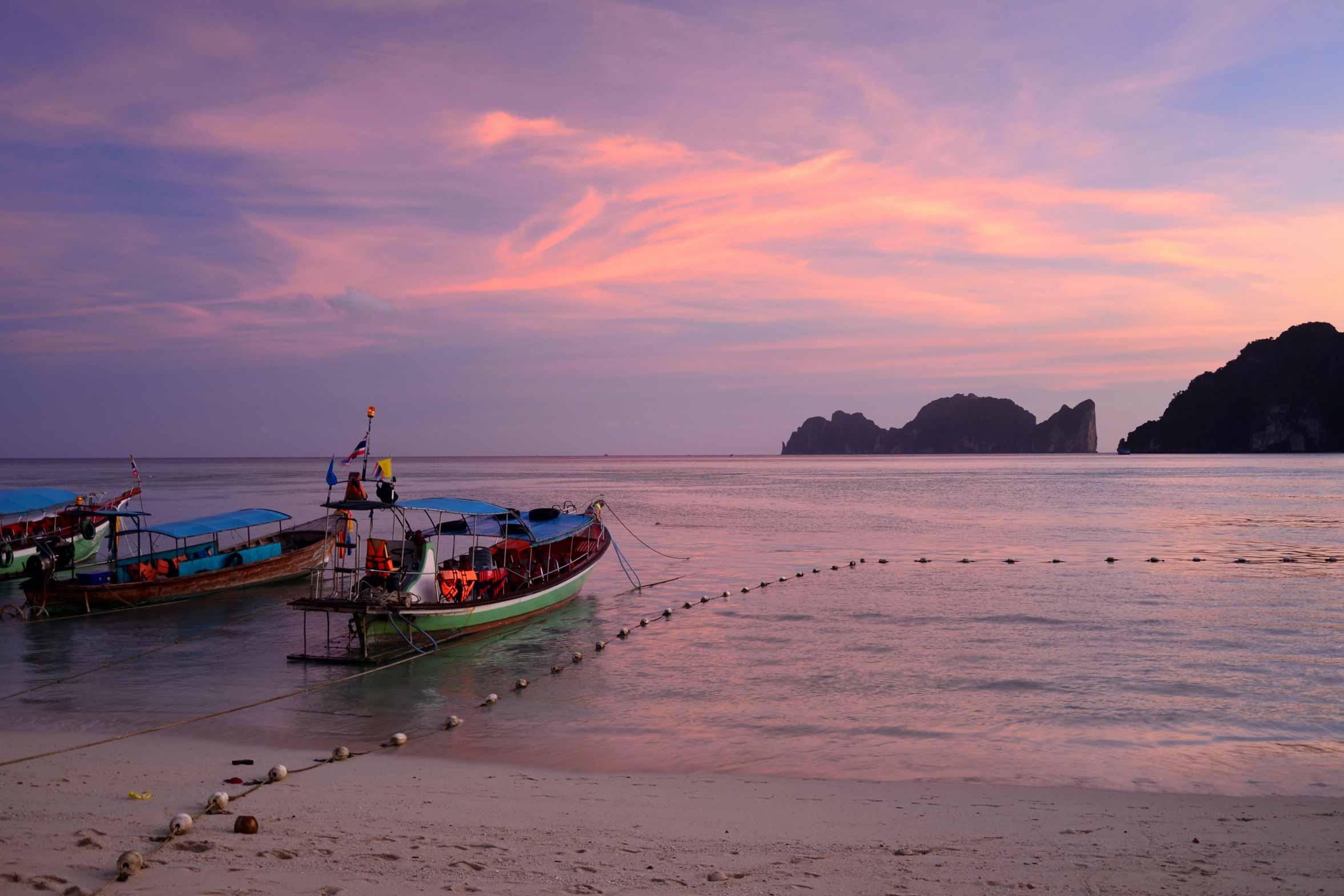 romatischer-sonnenuntergang-typisch-thailand