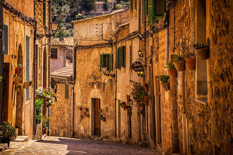 Romantische Altstadtkulisse in Spanien